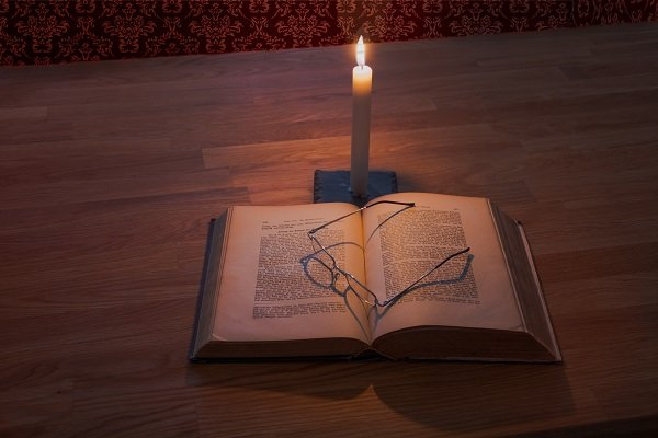 best book lights for reading in bed, How to Find best book lights for reading in bed that won't disturb your partner,
